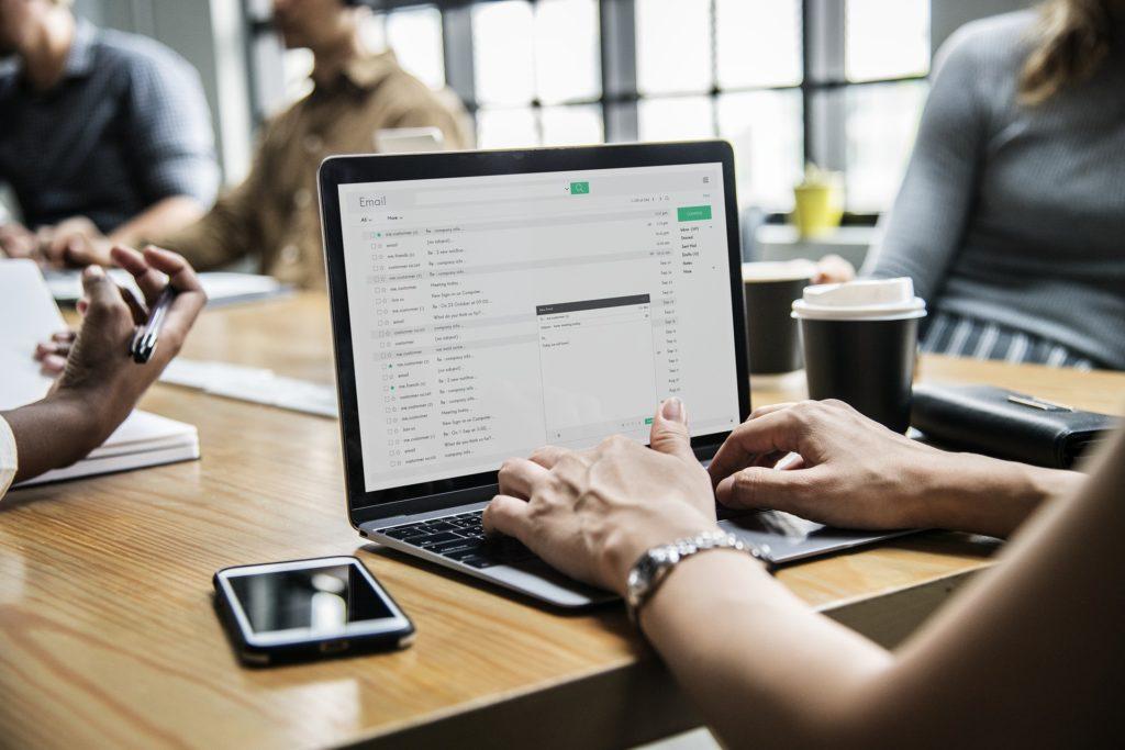 работа для интроверта email маркетолог